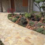Jak zkrášlit dům a zahradu? Kamenné prvky zpříjemní vzhled exteriéru i interiérů